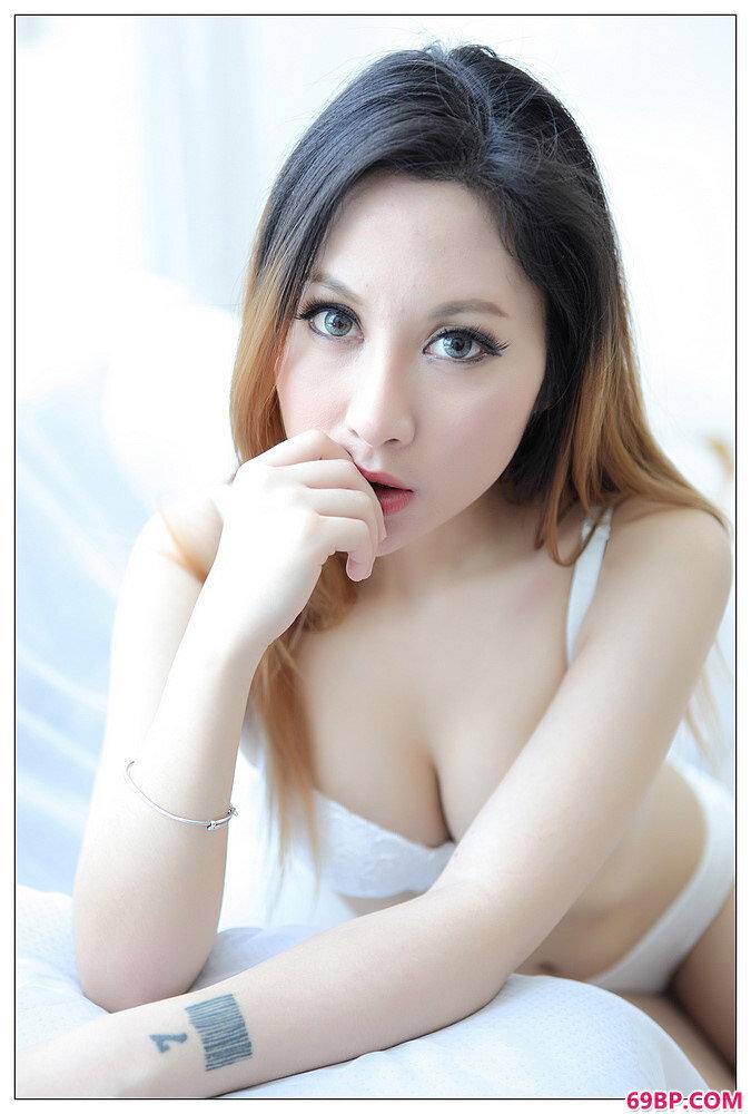 黑白魅力丝美人美丽唯美私密图_西西人体牛仔裤系列美女