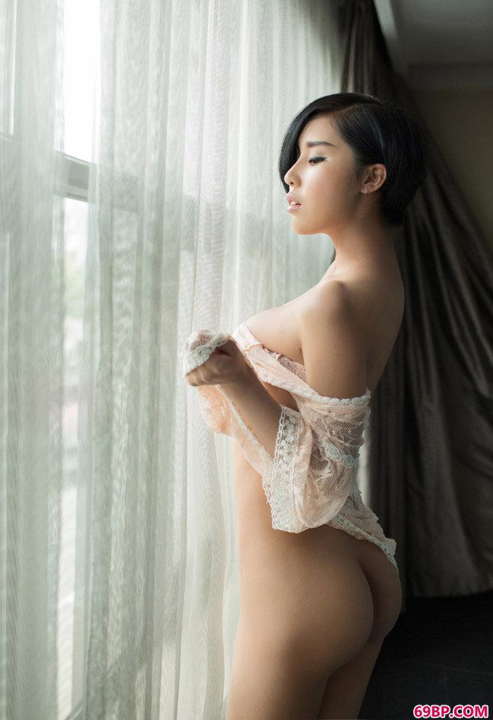 尤果女郎娜依灵儿美腿高跟艺术照_秀秀西西人体