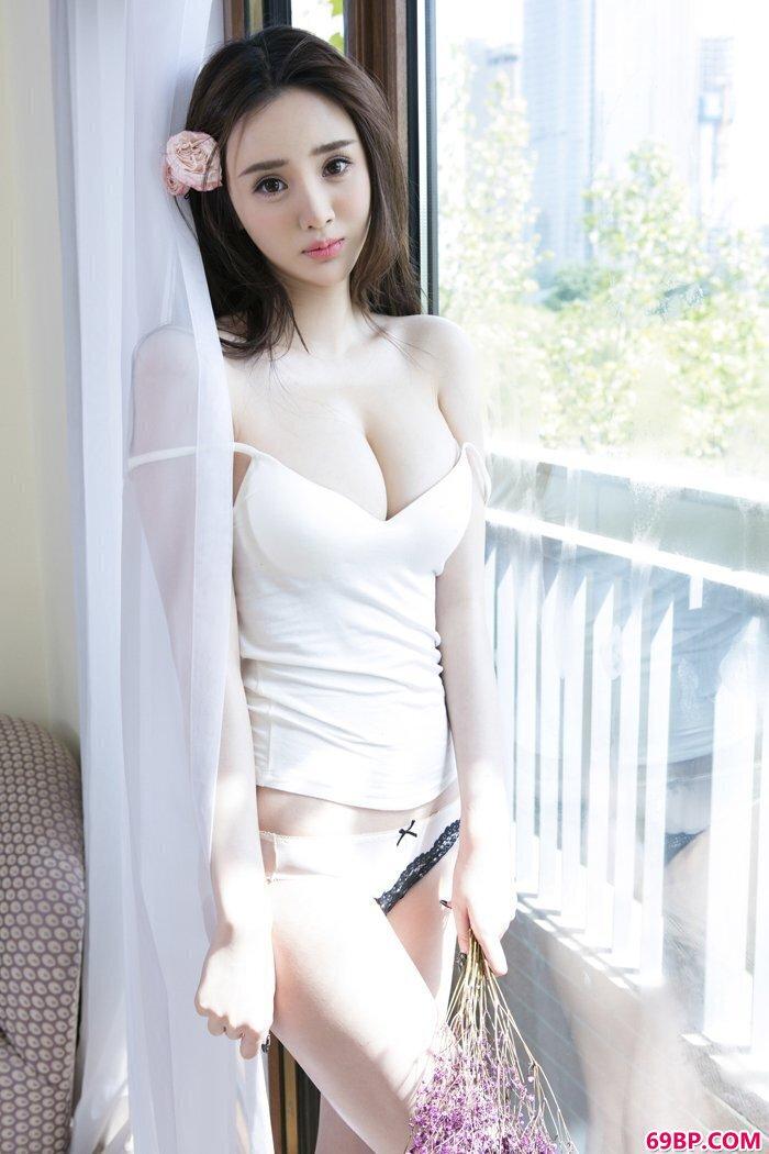 温婉模特于思琪花瓣乳贴大尺度私密照_张莜雨1055张人体图片