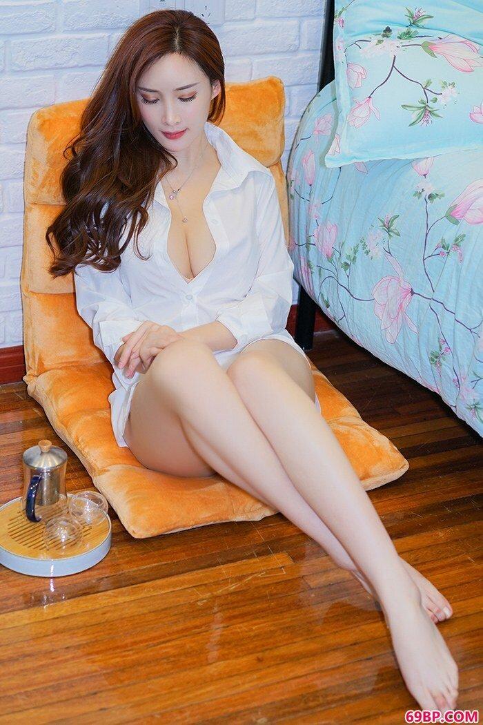 惊艳女神周妍希黑丝开裆美腿勾人_西西人体高山安纯肥美胞艺术