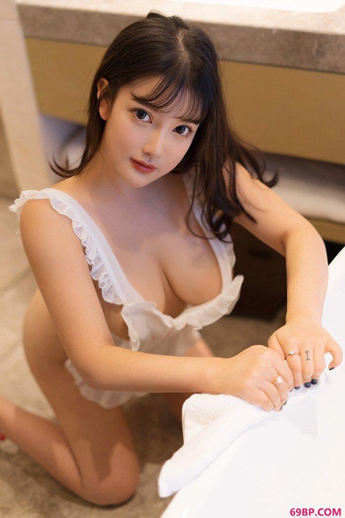 巨乳女仆小尤奈裸身围裙胴体白净_gogo人体12345美图