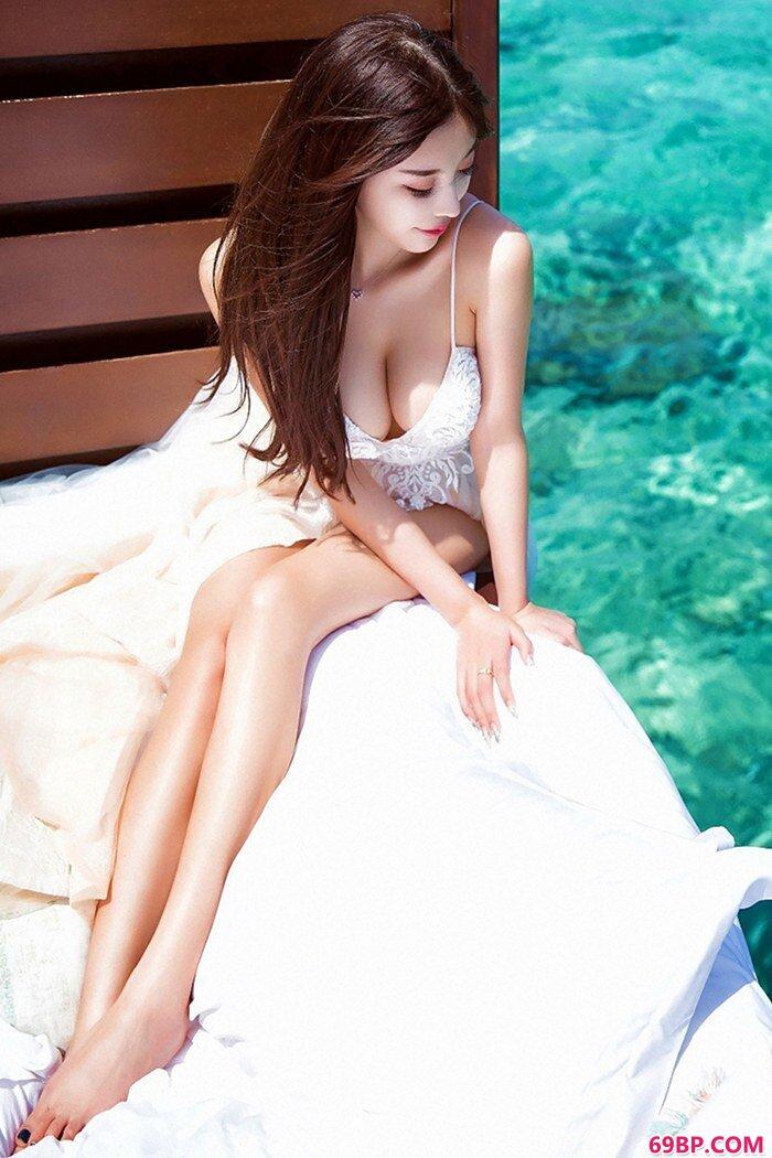 美丽御姐杨晨晨完美身姿光彩夺目_西西人体艺�x高清大胆�z影专业