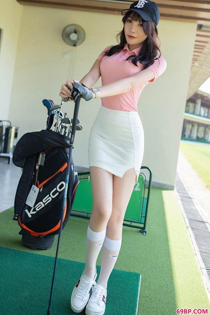 高尔夫女生芝芝包臀短裙甜美性感