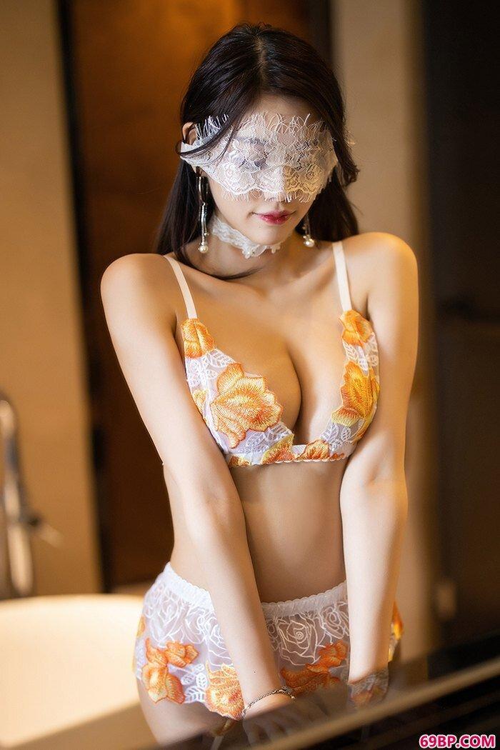 妖艳美人杨晨晨蕾丝泳装唯美摄影_摄影人体模特