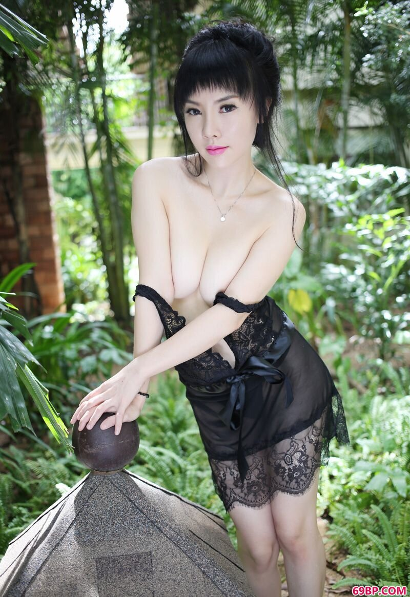 美媛馆049期潘娇娇三亚旅拍摄影_正撅着她肥白的大屁股