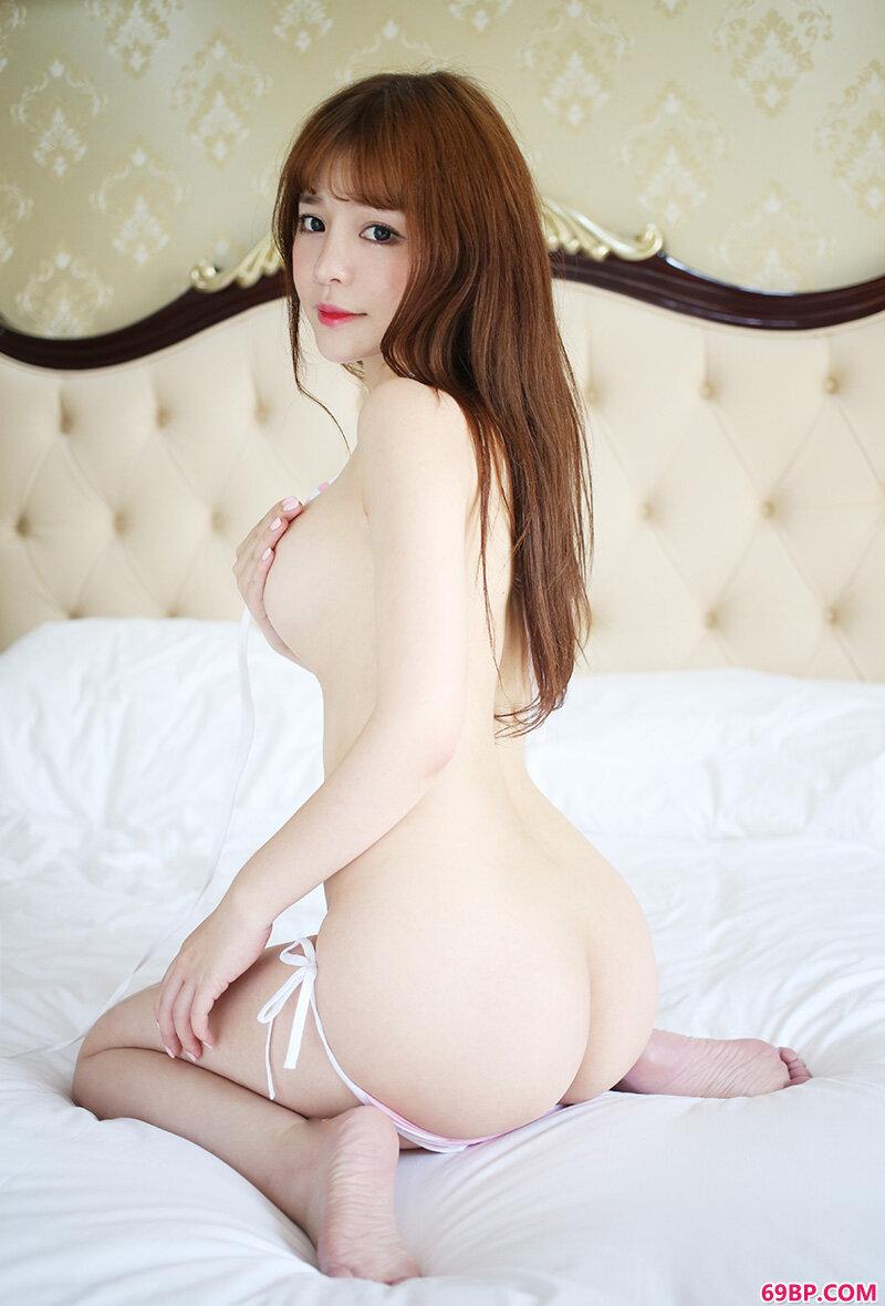 萌妹子粉芭比VV美臀小蛮腰令人热血沸腾_gogo中日韩人体体写真