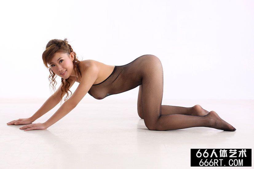 裸模蓝依10年1月23日室拍美丽黑丝人体