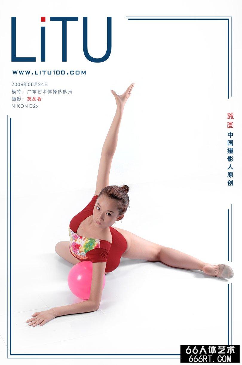 杨依gogo人体写真,广东艺术体操队队员室拍体操写照