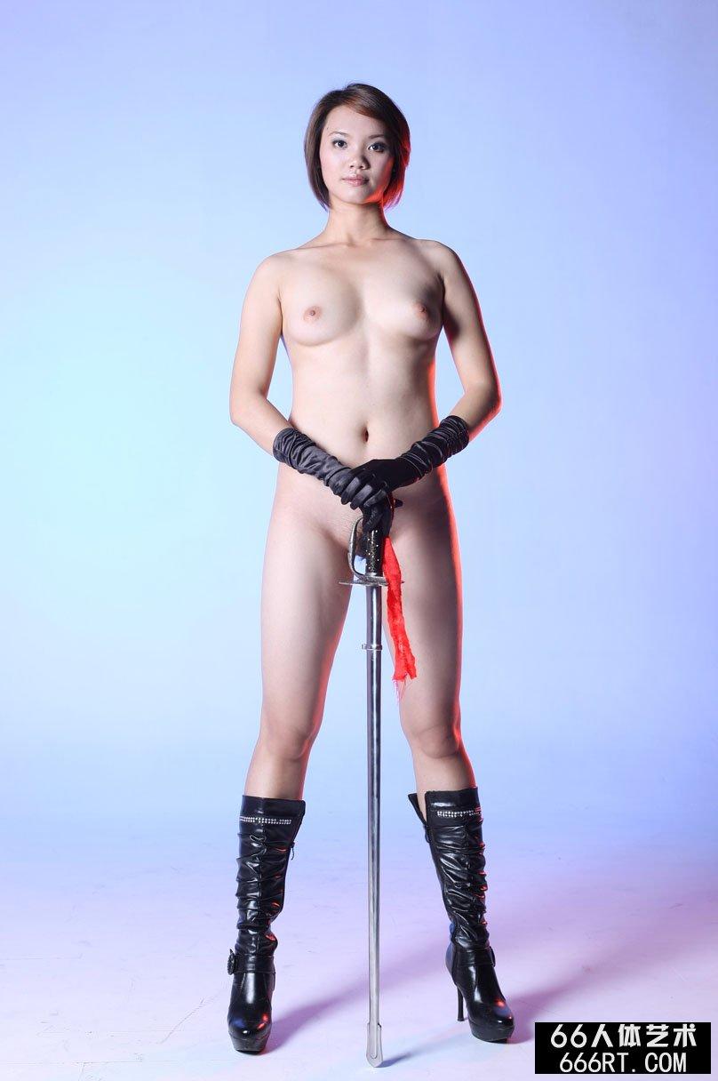 室拍身材丰腴的短发美模高妹舞剑,模特宾馆私照人体艺术