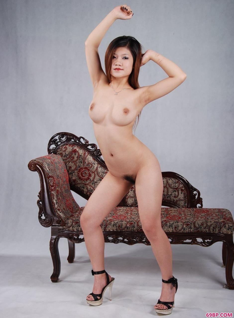 古典靓女安悦室拍丰润人体