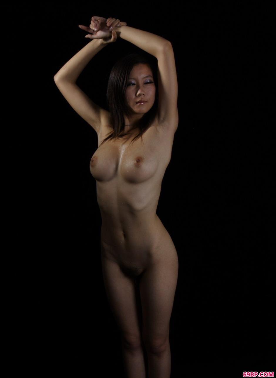 美模Linda图片棚里的可人美体