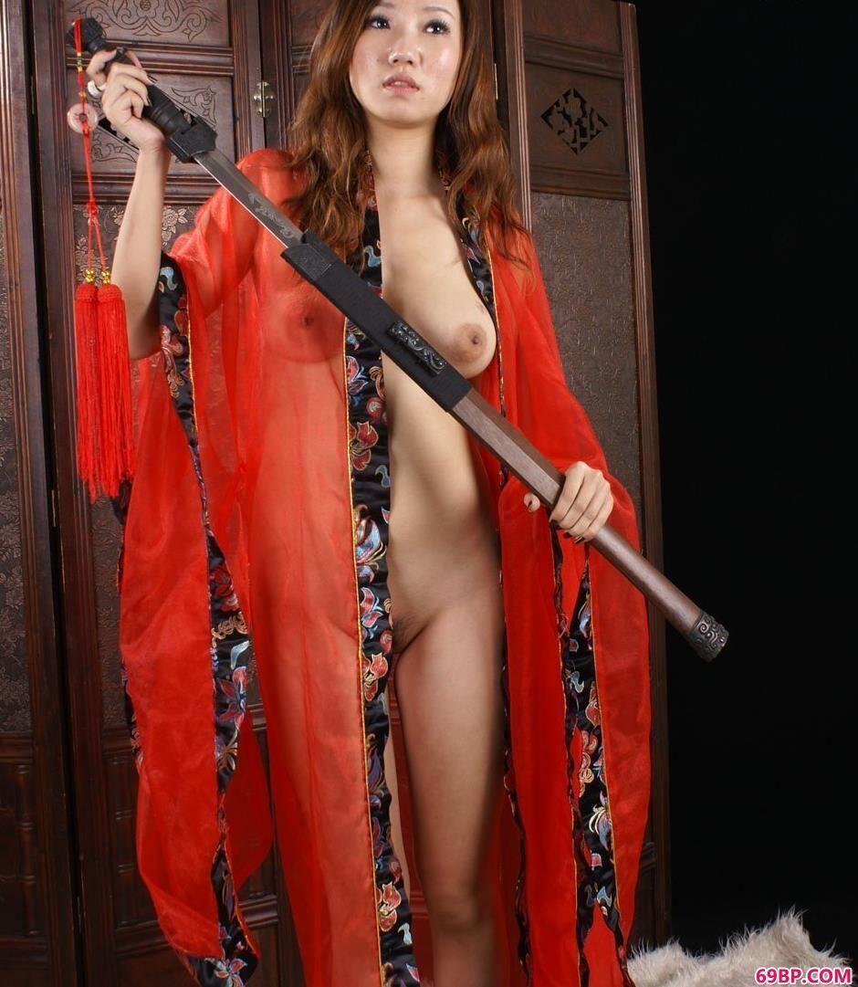 学生服露下乳写真_美模诺诺室内古典人体