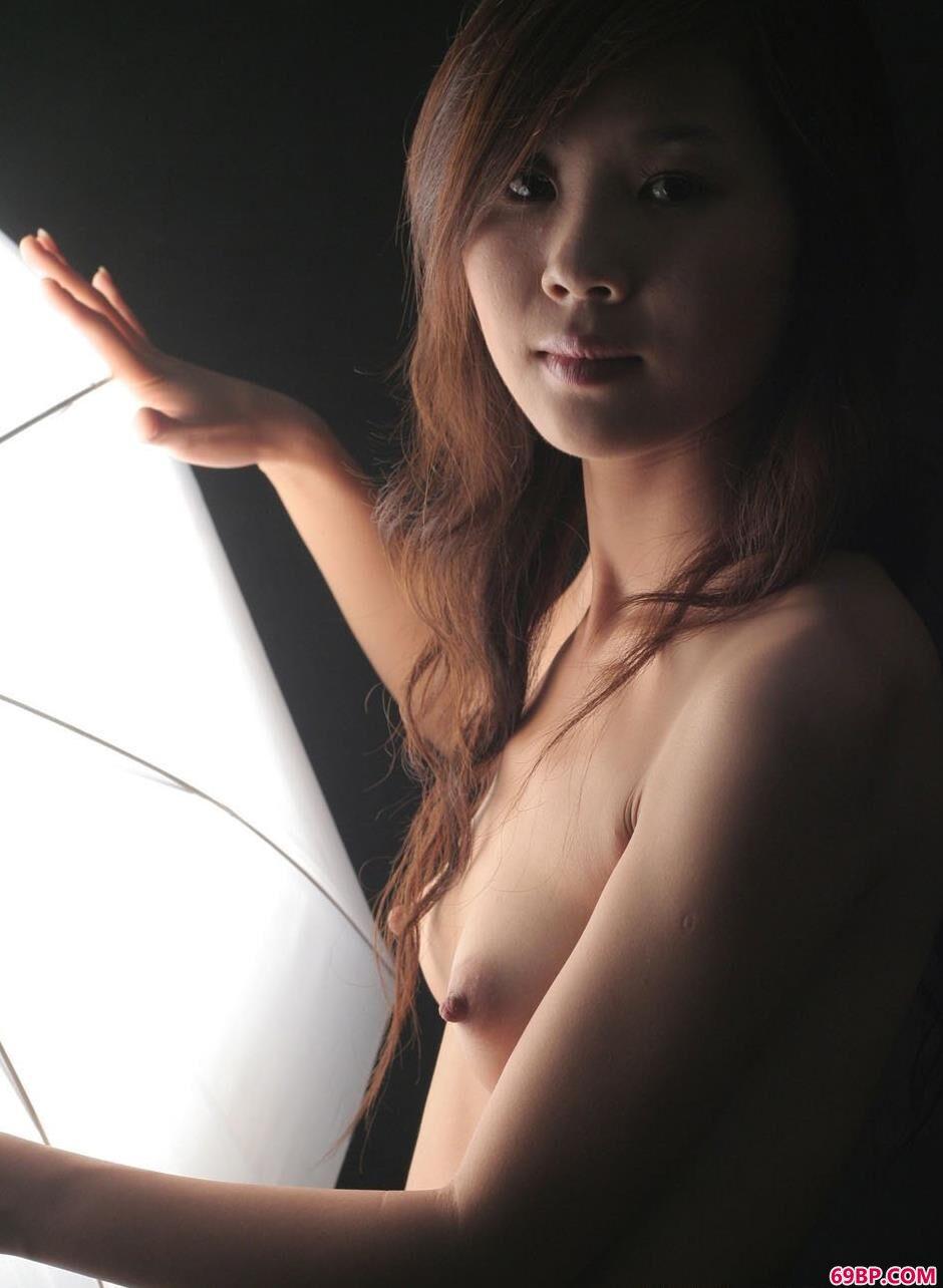 裸模英子室拍可人人体