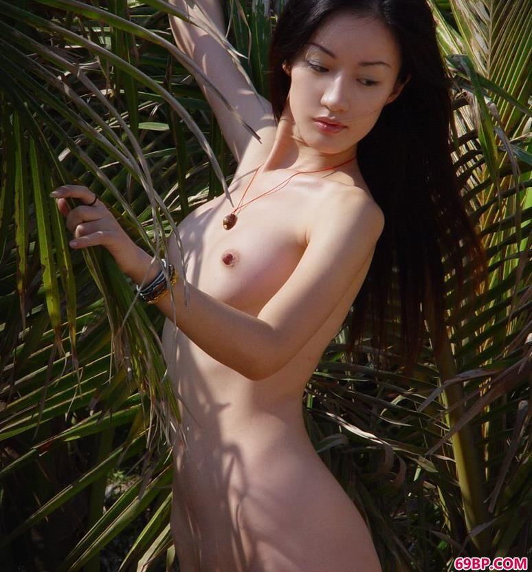gogo39人体,嫩模劳娟野外林子里的勾魂美体