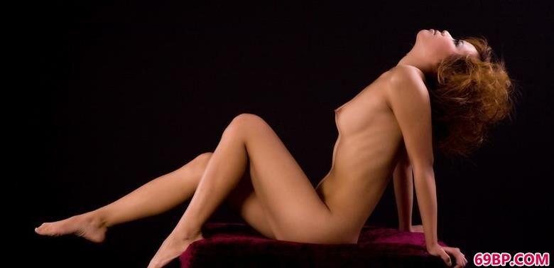 裸模清羽暗室内的勾魂身材