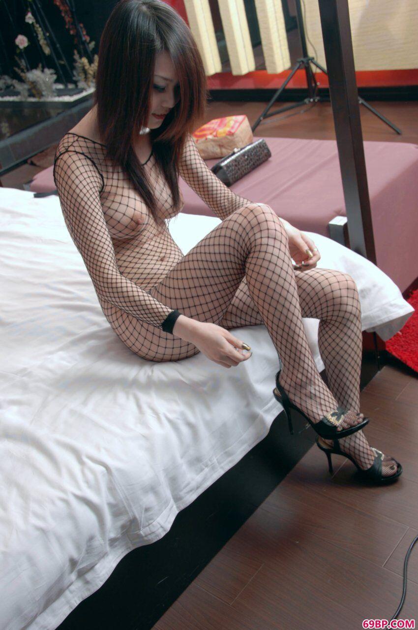 嫩模燕子诱惑的渔网袜造型,色喜冰漪人体艺术