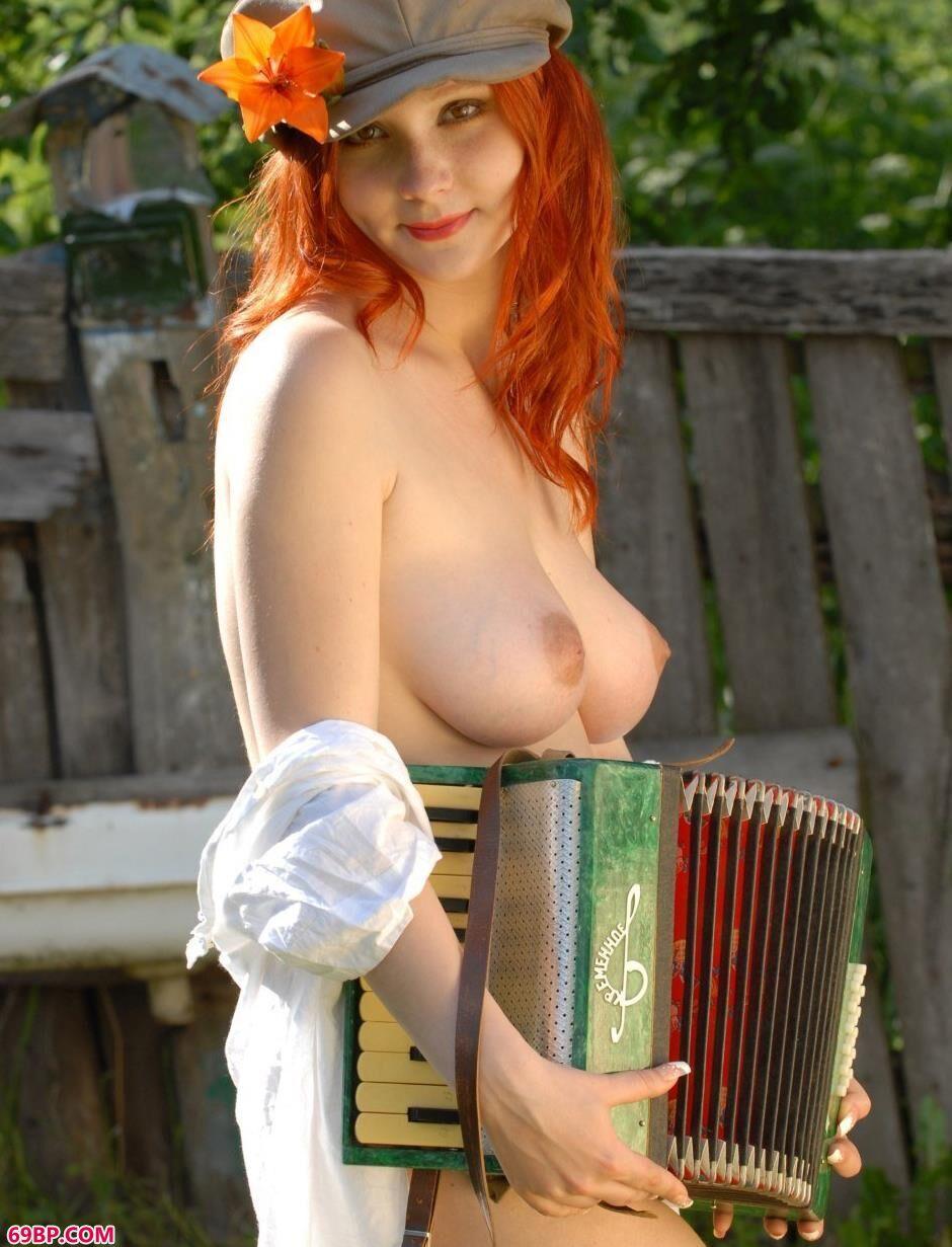 农村里的乖巧靓妹Katya人体艺术