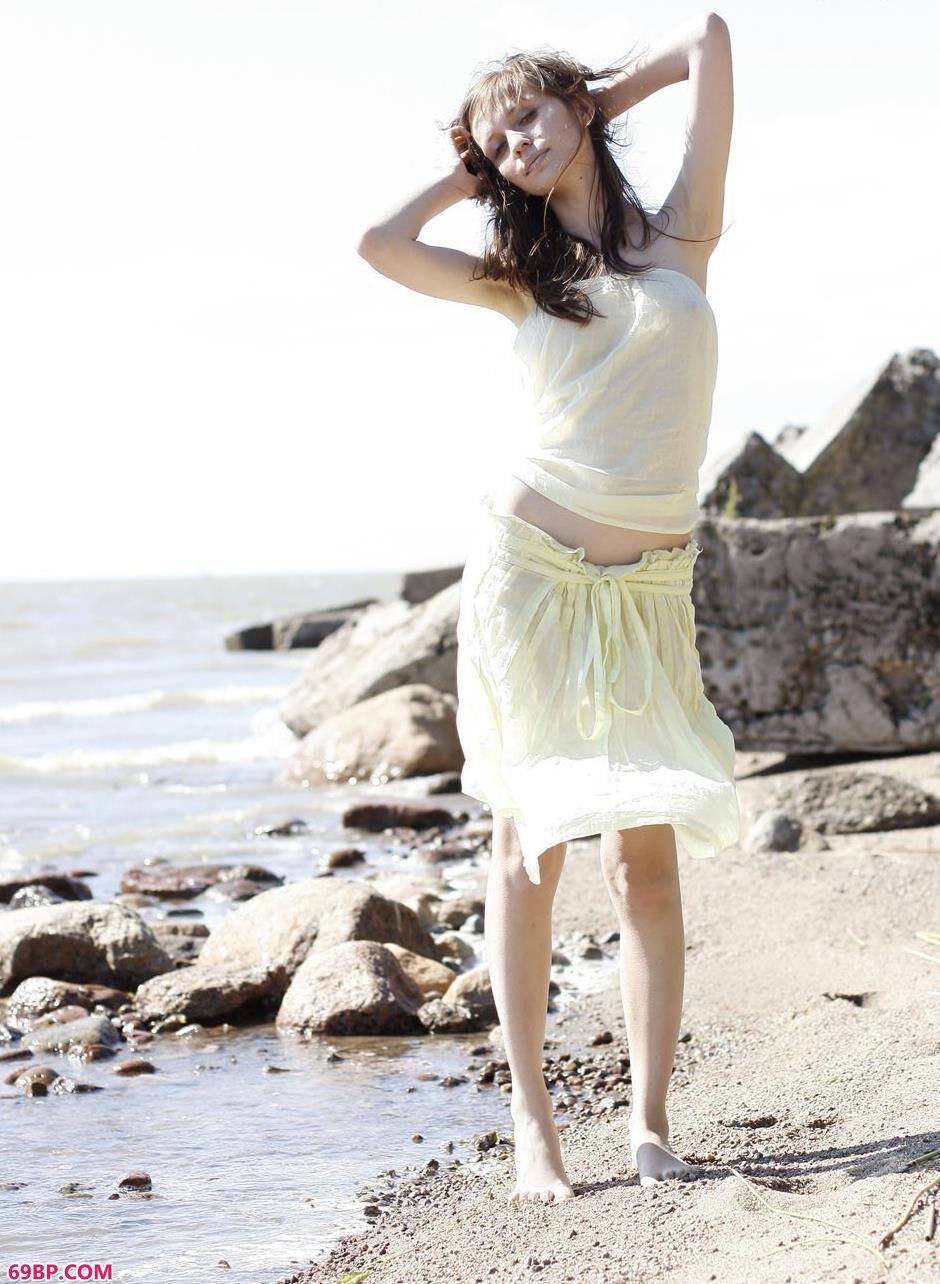 名模波米哈伊尔沙滩上的性感人体1