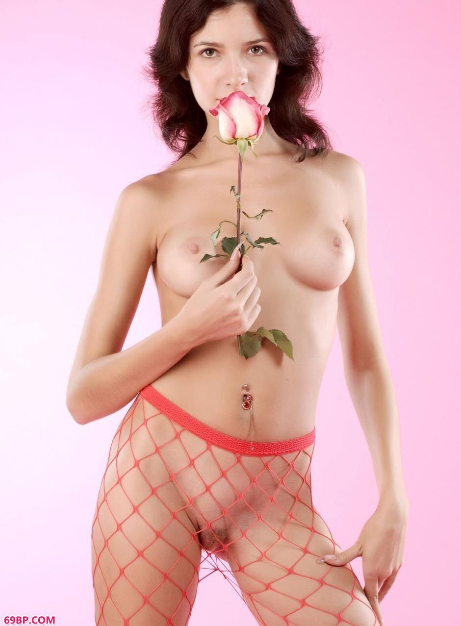 嫩模Gwendolyn室拍红色丝袜_巴西大肥熟女毛茸茸