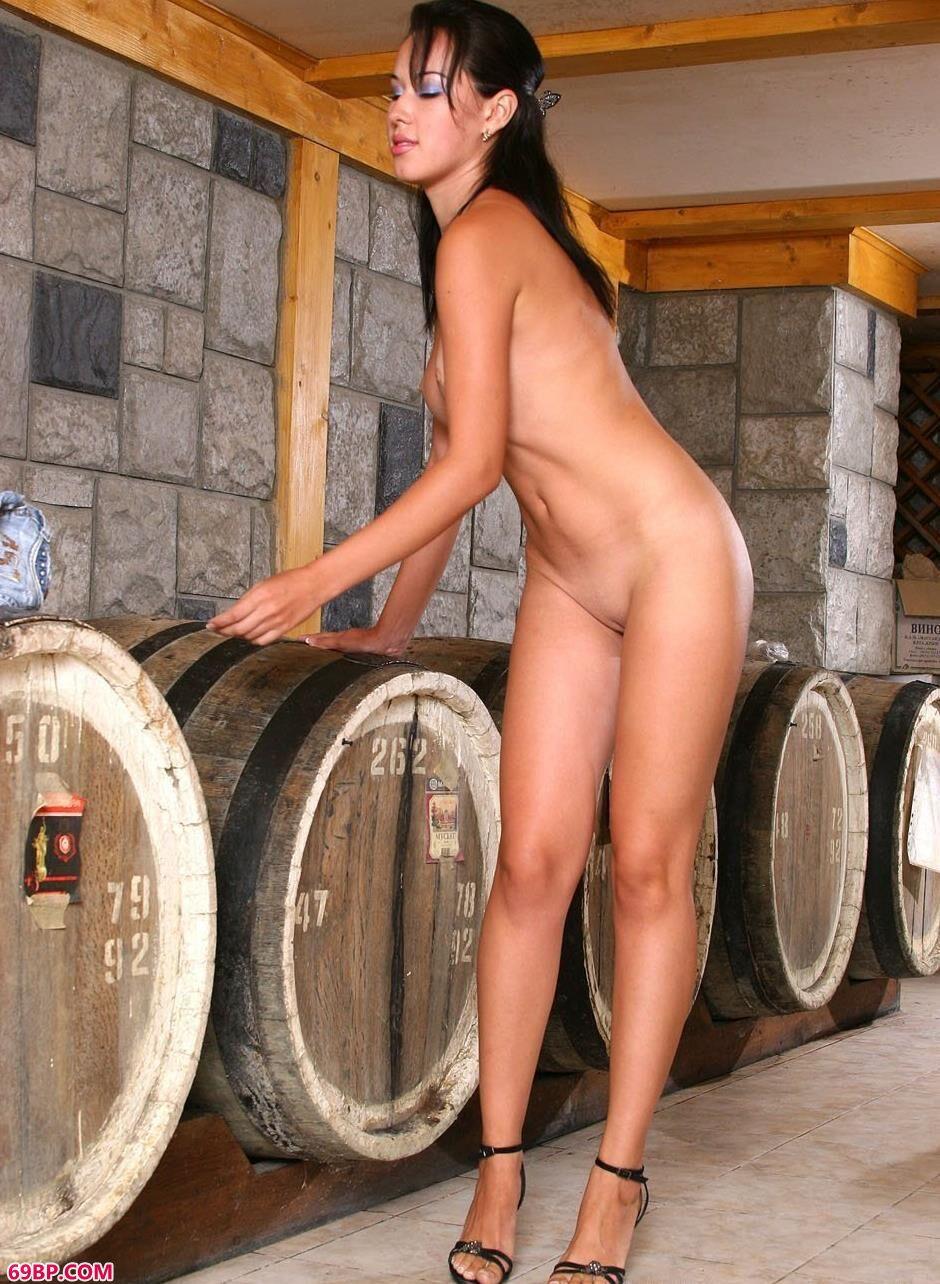 酒窖里的美模维纳斯3_666rtys