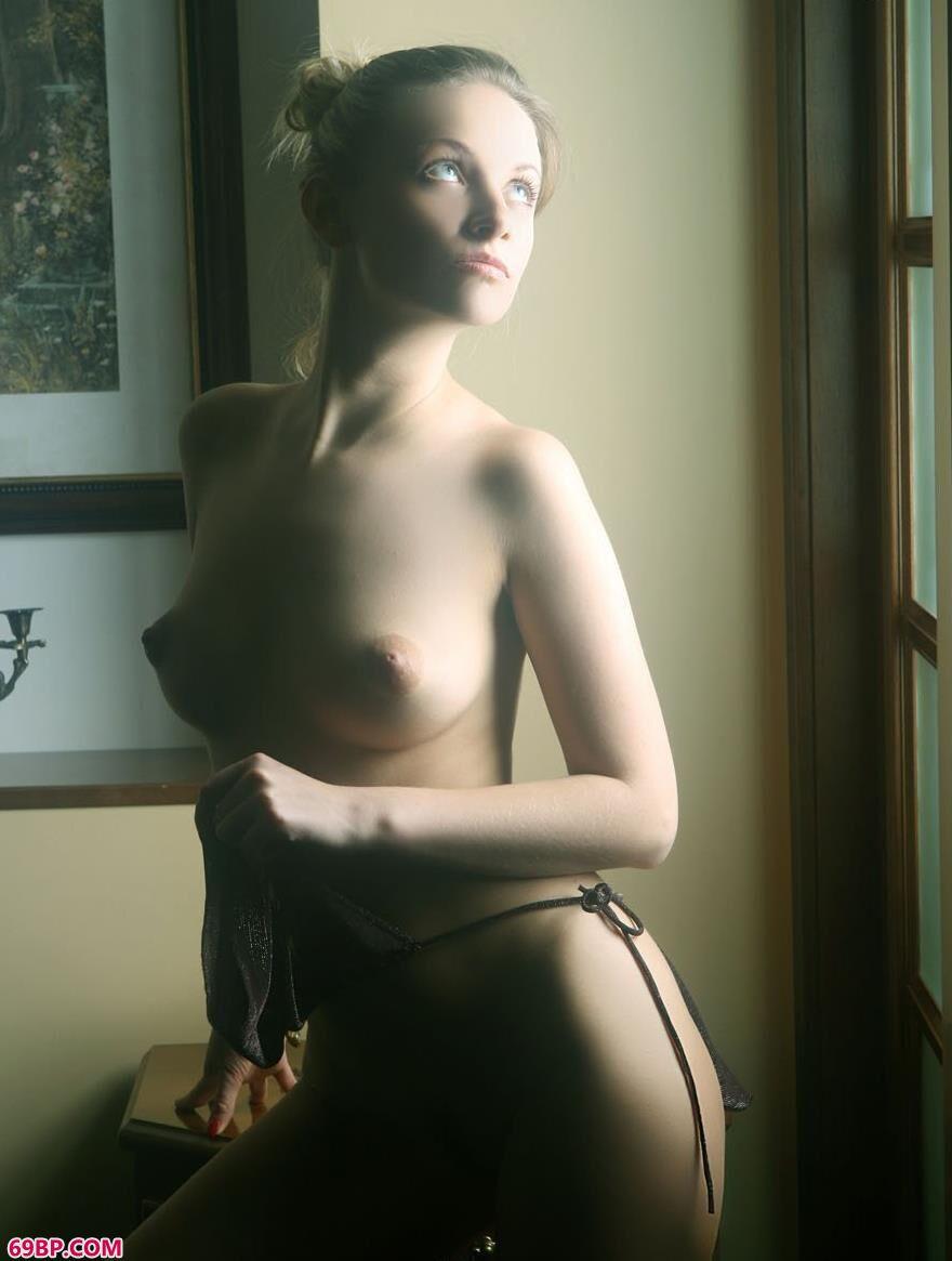 外国靓女琳达室内人体艺术6