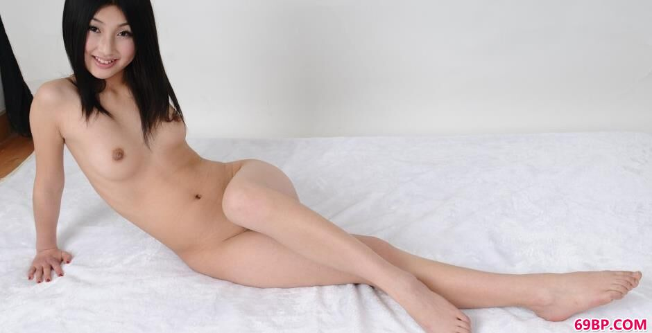 三亚个人写真_靓女唯唯白色床上的无圣光人体