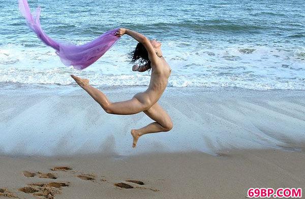 韩国靓妹大尺度写照集之海滩飞人