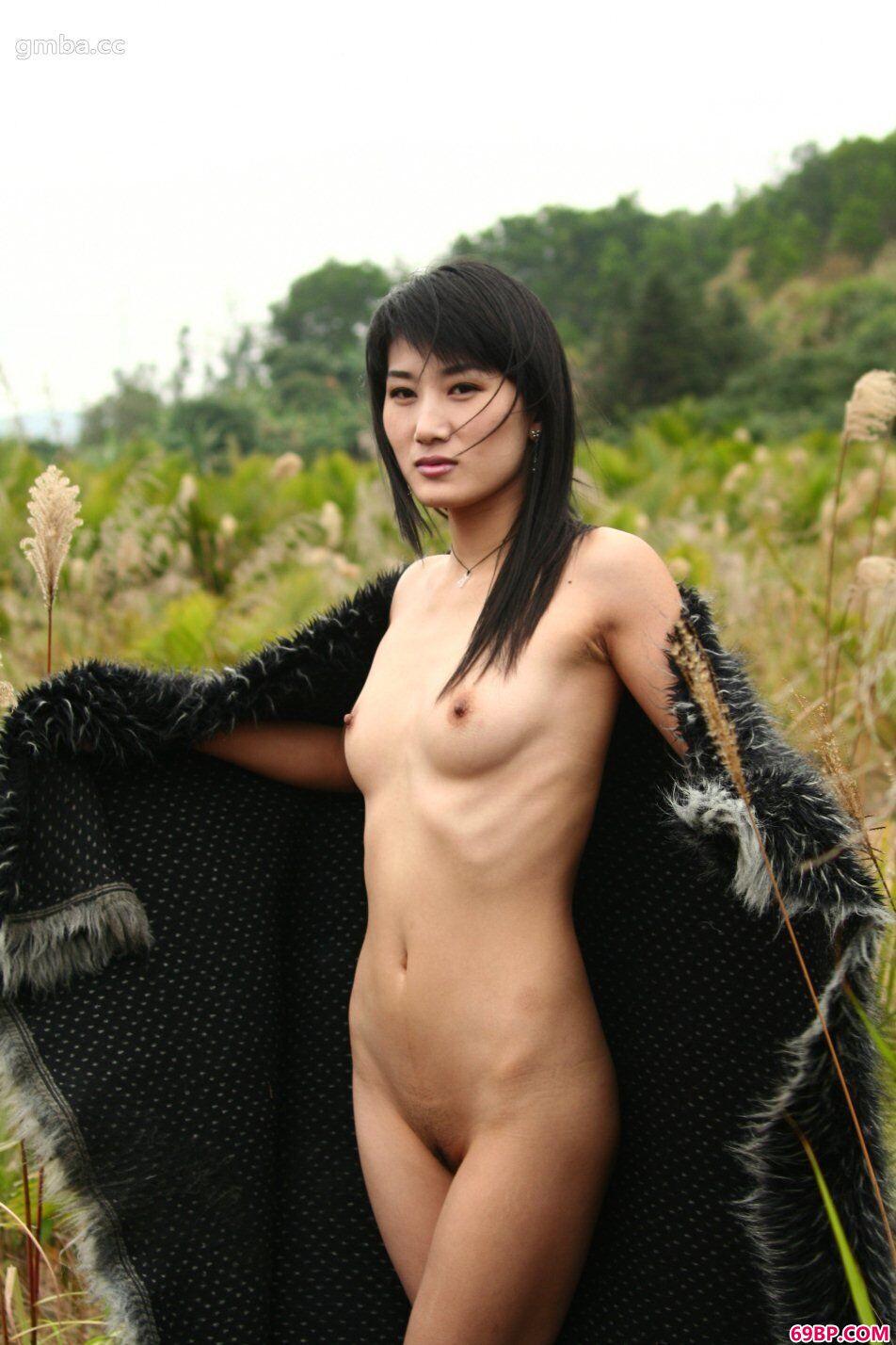 大但人体艺术_美人模特毛毛外景人体写真