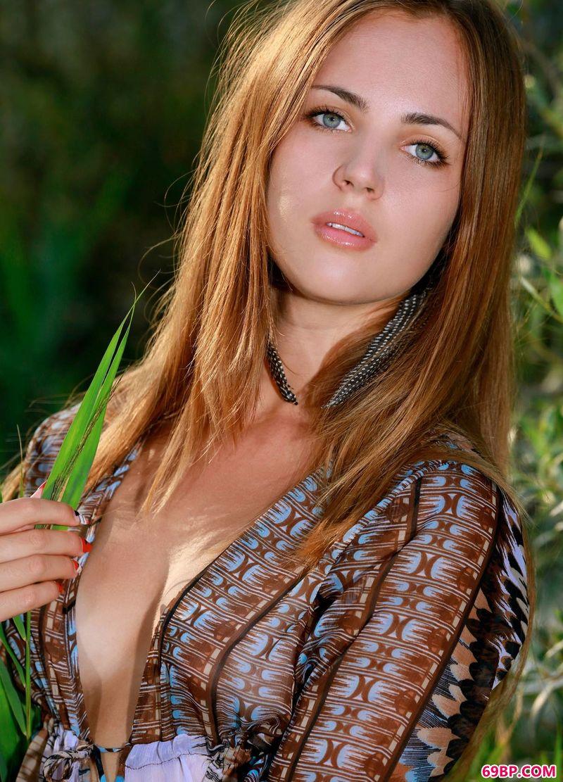 00后人体艺术照全裸,丛林之女Hailey