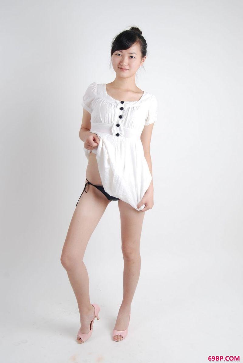 台湾爱人人体艺术图片,青苹果女生雅欣室拍作品
